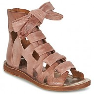 88df8c712e2 Γυναικεία: όλα τα παπούτσια με φερμουάρ (σελ. 85) « opo.gr